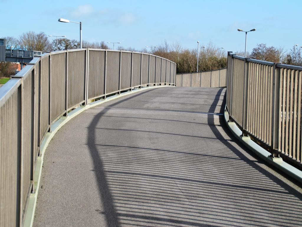 gablescross footbridge swindon 4