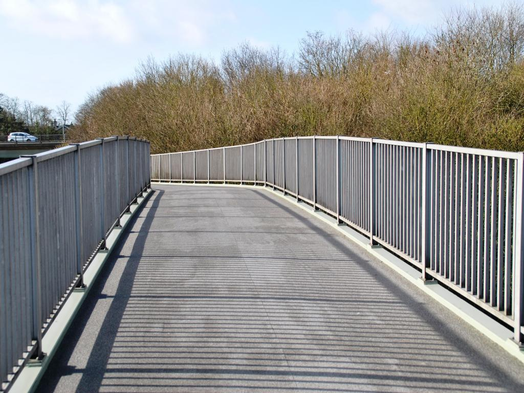 gablescross footbridge swindon 5